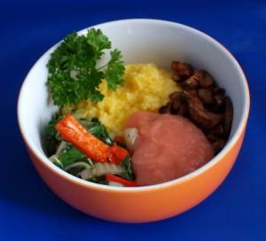 Polenta mit Kohlrabi- Mangold Gemüse, dazu Apfelmus und Pilze vegan kochen