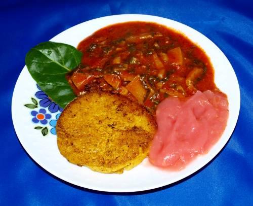 Polenta Taler mit Mangold- Kohlrabi-Gemüse und Apfelmus vegan kochen