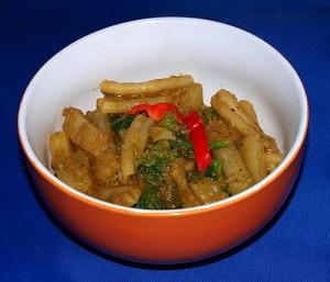 Nudeln mit Kohlrabi-Brokkoli Gemüse in Zitronen-Linsensoße vegan kochen